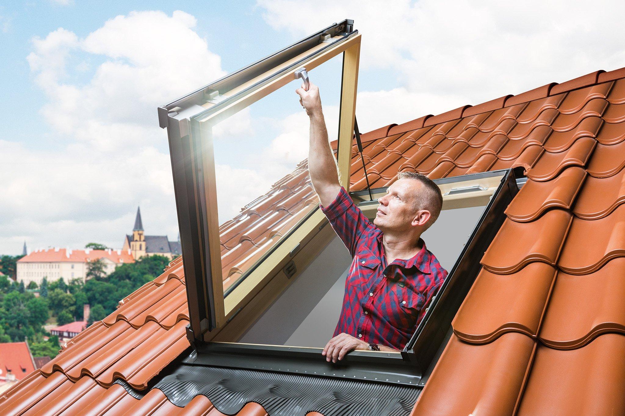 Fereastra de mansarda pentru acces pe acoperis FAKRO FWP U3