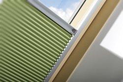 Rulouri plisate FAKRO APF pentru ferestre atic