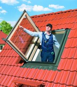 Fereastra de mansarda pentru acces pe acoperis FAKRO FWP U5