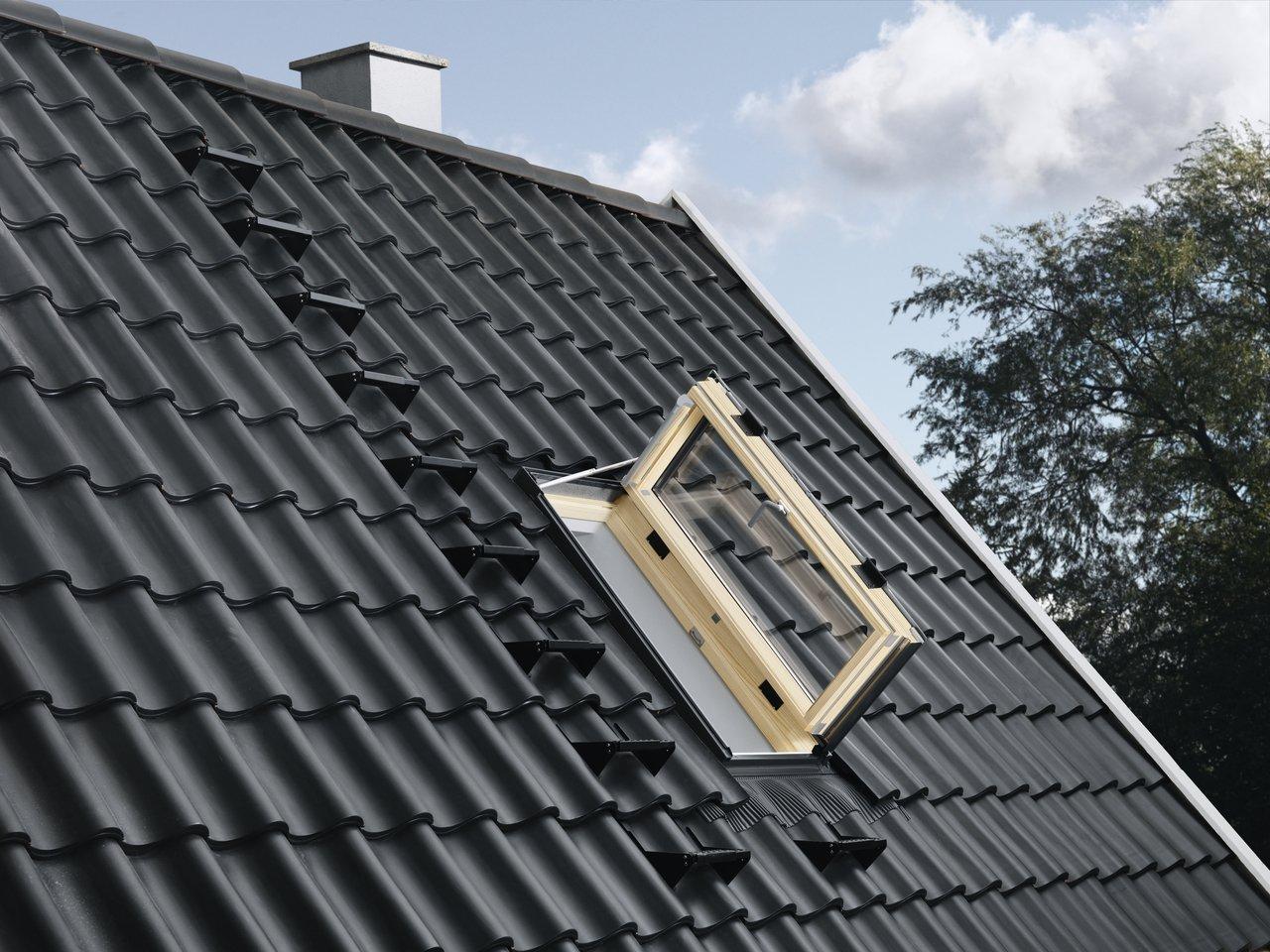 Fereastra de iesire pe acoperis pentru mansarde locuite VELUX GXL 3066